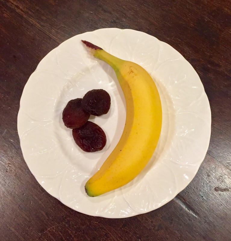 Banana and apricots as a nutritional meal
